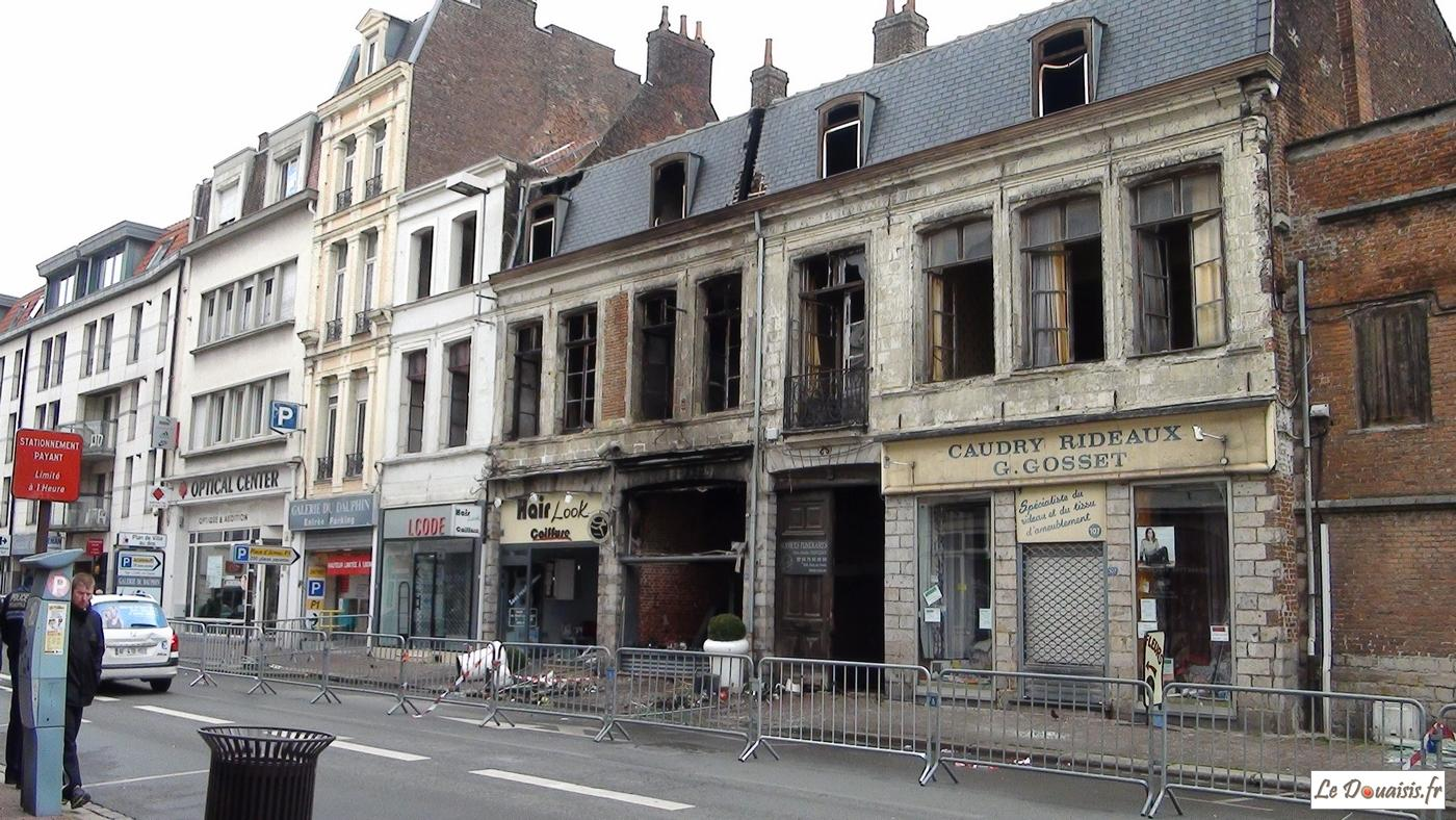 video douai explosion et incendie d 39 un magasin rue de paris. Black Bedroom Furniture Sets. Home Design Ideas